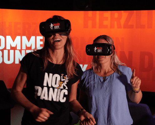 girls with VR